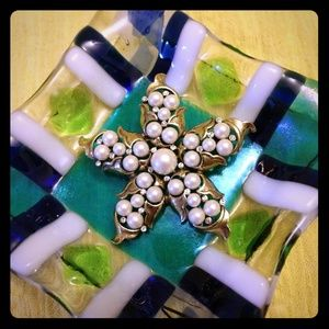Vintage Monet faux Pearl and rhinestone brooch